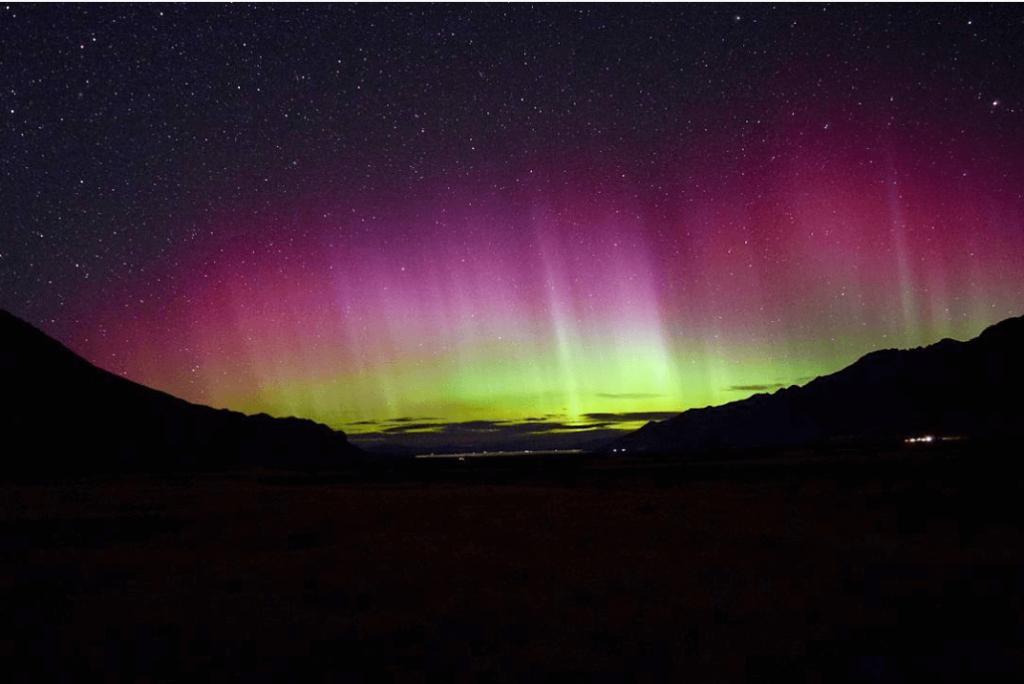 Aurora Australis: A Cosmic Treat Down South