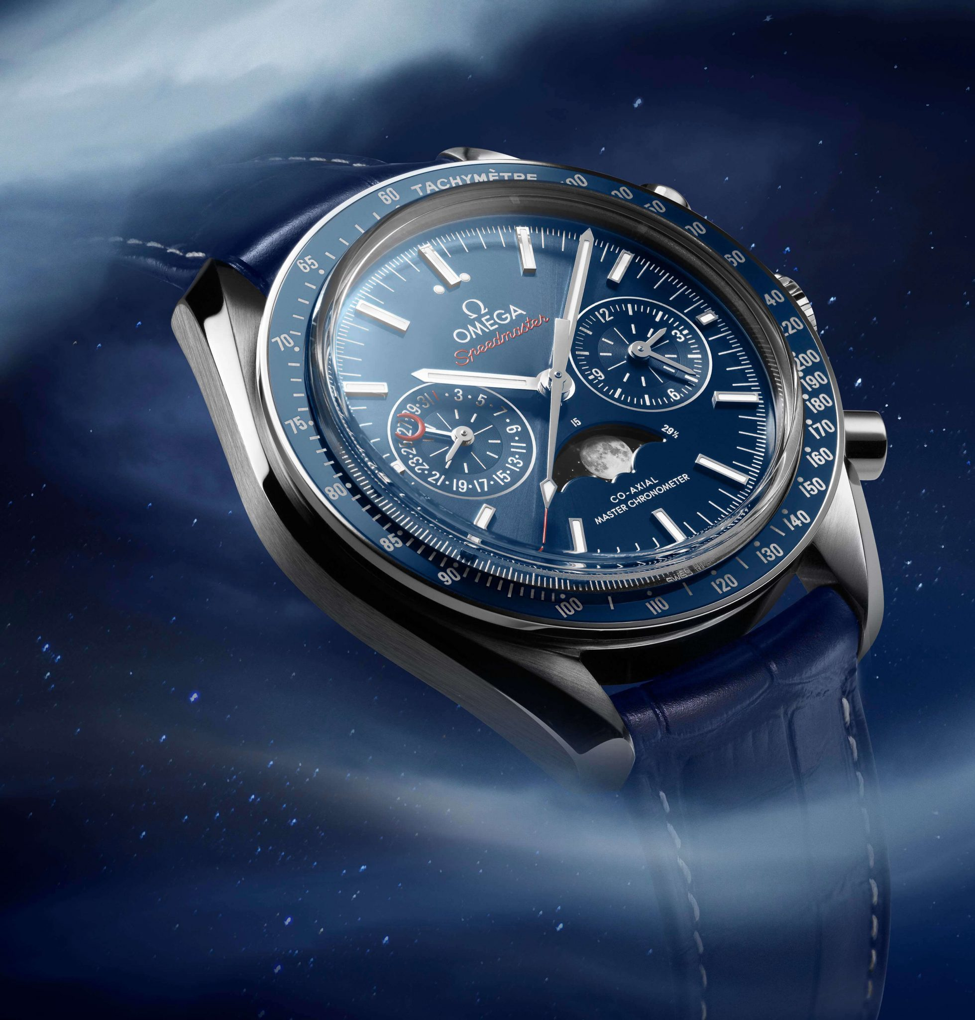 Speedmaster moonphase_304.33.44.52.03.001_with background_3_4