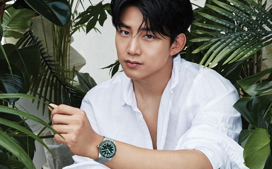 #ManCrushMonday — Ok Taec-yeon Muscles Up with A Rado Captain Cook